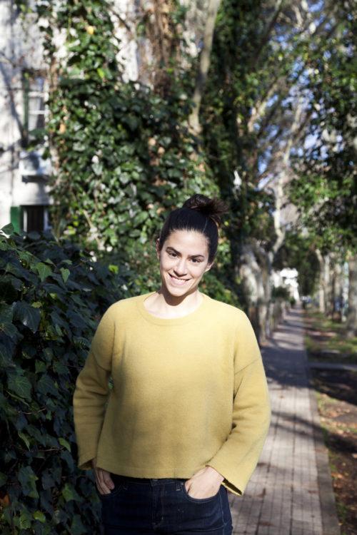 Paula Alvarado, periodista, en el Barrio Rawson de Agronomía.