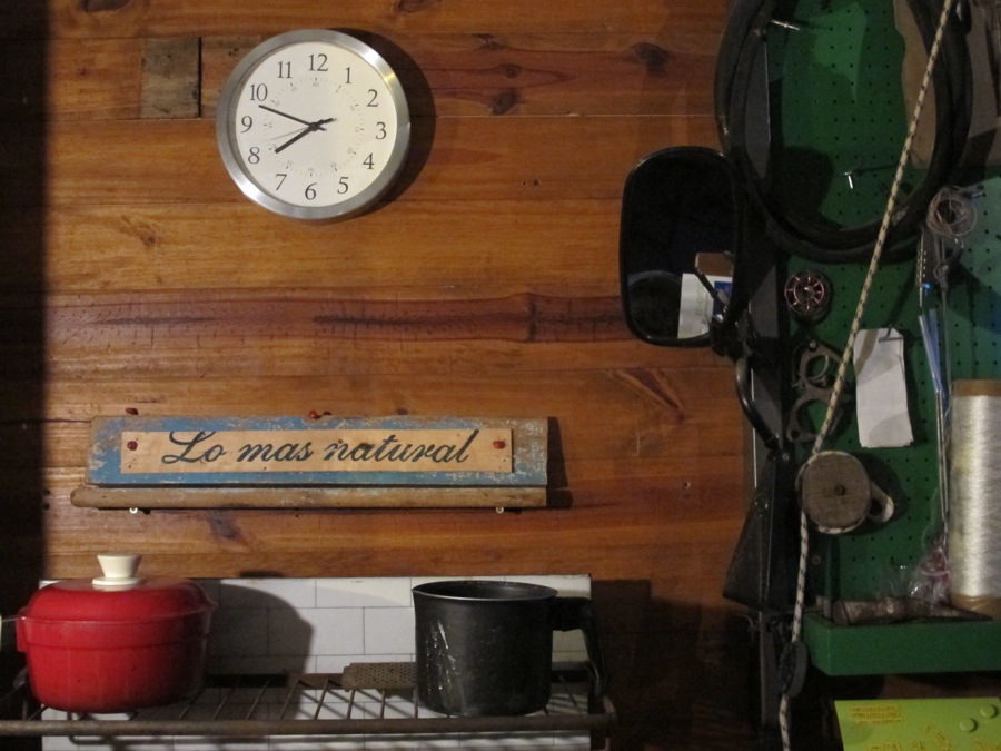 Detalle de la cocina con un fragmento de cajón de verduras