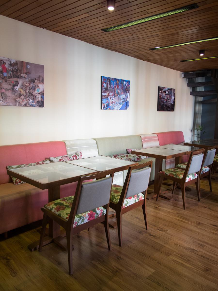 Interior del café República en Santa Cruz. Foto