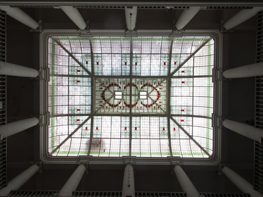 Techo con vitrales en la Casa de la literatura del casco histórico de Lima. Foto