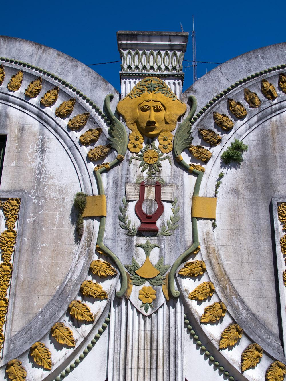 Detalle del frente del Teatro-Salón Urquiza en la Isla Martín García. Foto