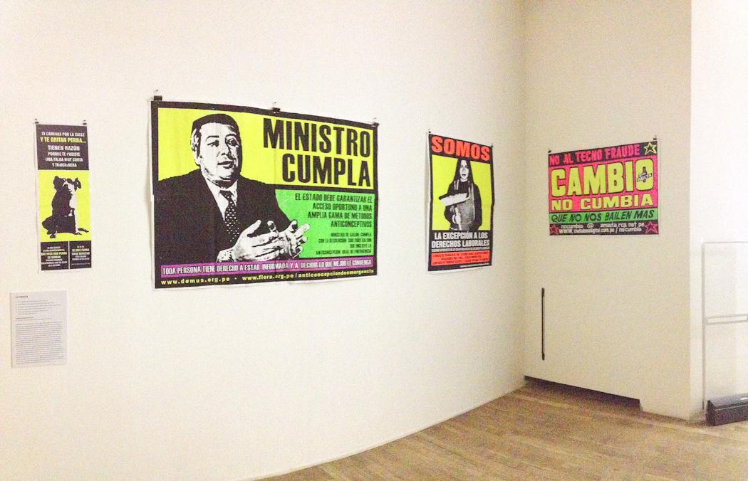 Afiches (1998-2004) del colectivo peruano La Perrera. Foto