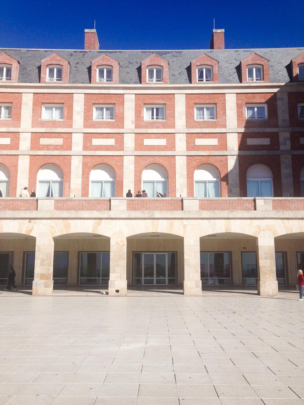 Contrafrente del Hotel Provincial de Mar del Plata. Foto