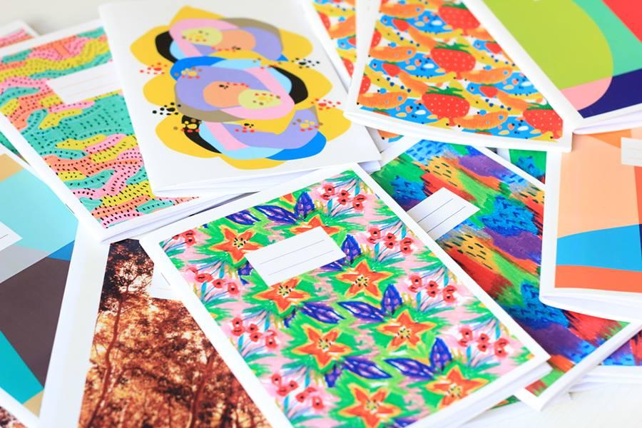Estampados de la nueva colección de Mundo Estudio sobre cuadernos. Foto